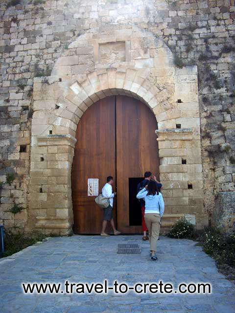 FORTEZZA - The entrance to the castle