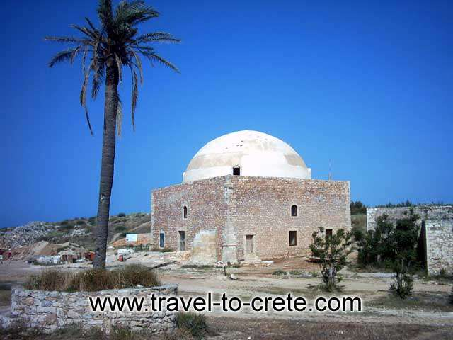 FORTEZZA - The Fortezza fortress of Rethymnon was built from 1573 till 1580 by the Venetians, for the protection of the inhabitants by the Turkish threat. It is starshaped with three gates and six bastions.
