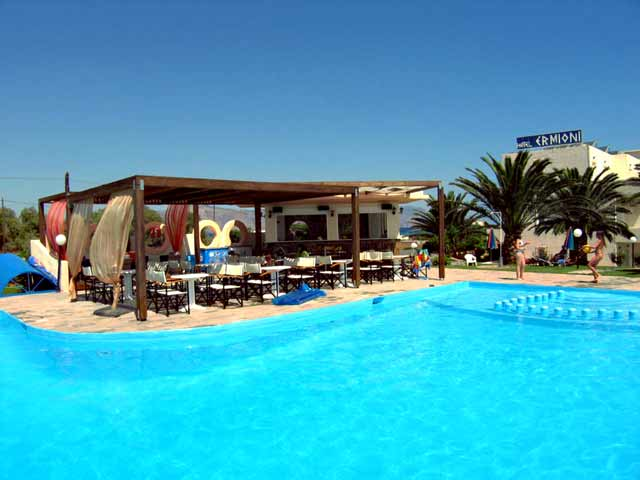 The swimming pool and the pool bar of Ermioni beach Hotel CLICK TO ENLARGE