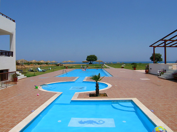 The swimming pool of Geraniotis beach apartments - Hotel CLICK TO ENLARGE