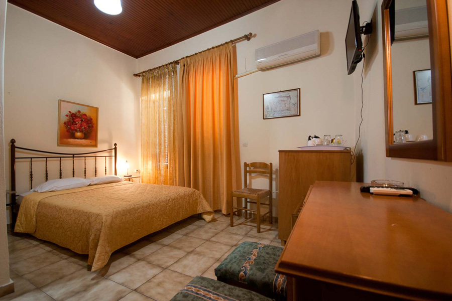 The room with two double beds of Helena Hotel CLICK TO ENLARGE