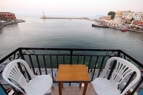 LOUKIA - LUCIA HOTEL IN  Akti Koundourioti - Old Venetian port