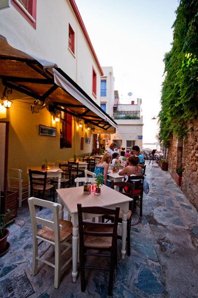 ENETIKON ROOMS  HOTELS IN  57, Zampeliou Str. - Old Venetian port