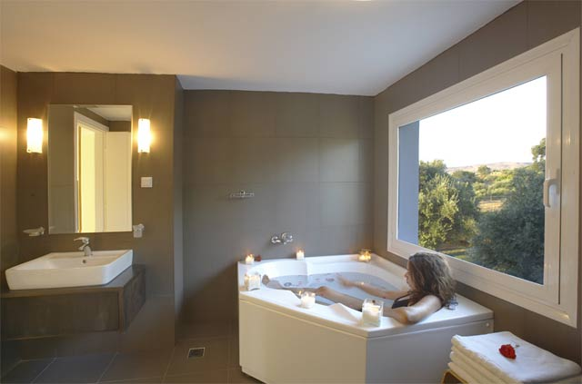 One of the three bathrooms of Villa Lucia CLICK TO ENLARGE
