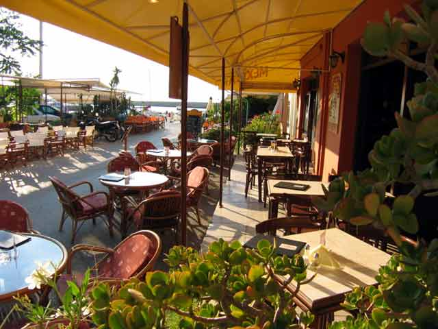Next to the sea you can enjoy the Mexican food and the wonderful view of The old port CLICK TO ENLARGE