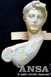 Italian archaeologists to patch up ancient Cretan statue <br><br>